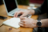 چطور محتوای عالی تولید کنید (حتی اگر نویسنده نباشید)